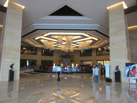 Hilton Beijing Capital Airport: lobby entrance
