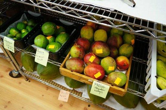 Kona Pacific Farmers Cooperative : 見たことないフルーツもたくさんありました