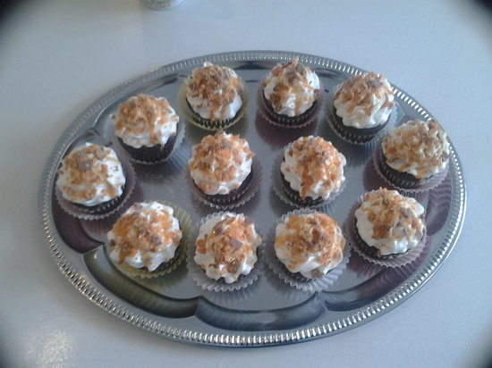 Tiny Cakes Bakery: Butterfinger Cupcakes