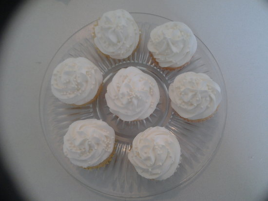 Tiny Cakes Bakery: Vanilla Cupcakes