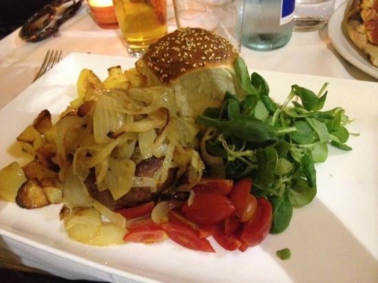 La Madama Della Rocca: Hamburger di agnello e cipolle caramellate