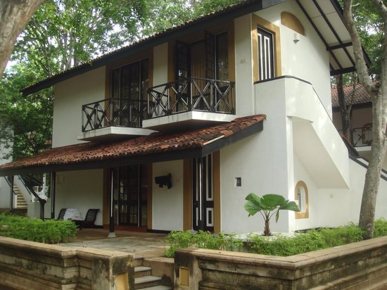 Cinnamon Lodge Habarana: Villa with a separate double room on each floor