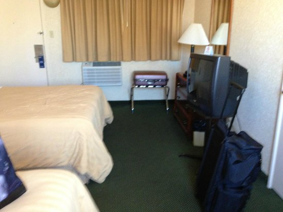 Travelodge by the Bay : The room