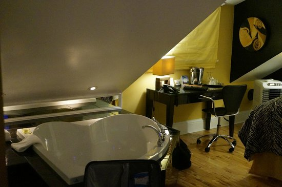 Leaside Suites and Executive Apartments : Confederation - Double jacuzzi