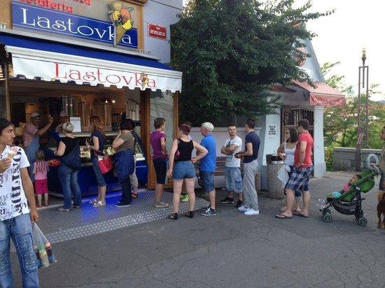 Sladolednica Lastovka : Trg Revolucije