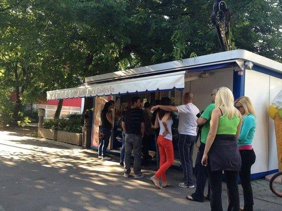 Sladolednica Lastovka : Smetanova Ulica - Gelateria Lastovka