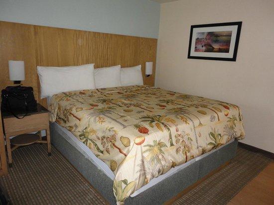 PB Surf Beachside Inn: King Bed