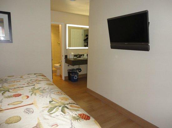 PB Surf Beachside Inn: Room