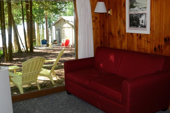 Little Sister Resort: Cabin 27 - living room and view