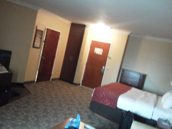 Comfort Suites Oceanside Marina : room