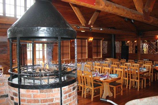 Powderhorn Chateau Mount Ruapehu : matterhorn restaurant fire place