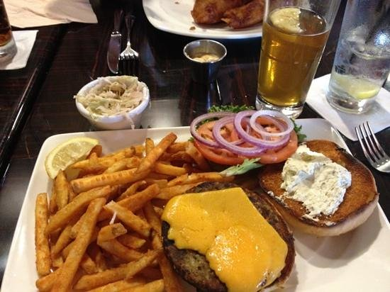 College Street Brewhouse & Pub : veggie burger. yum