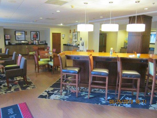 Hampton Inn Elizabeth City: Breakfast area