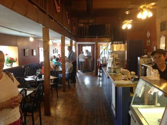Allen's Country Kitchen: cheerful place to eat
