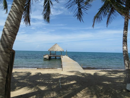 Parrot Cove Lodge: private palapa with deck