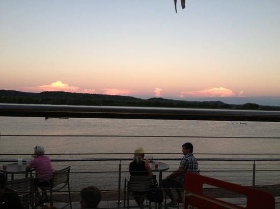 Off Shore Bar and Grill: Sunset at Off Shore