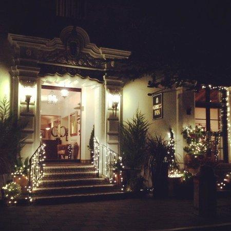 Cypress Inn: Night Light @ Inn