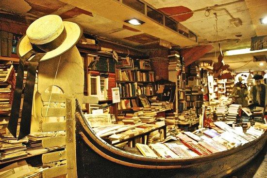 Libreria Acqua Alta: The famous gondola loaded with books!