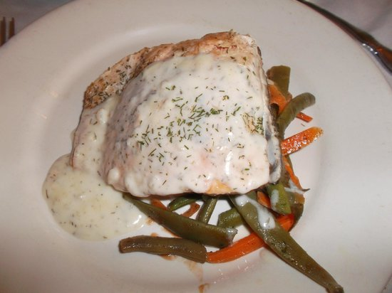 Henderson Castle Inn: Salmon entree was perfect.