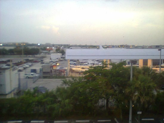 Red Roof Plus+ Miami Airport: View of my bedroom