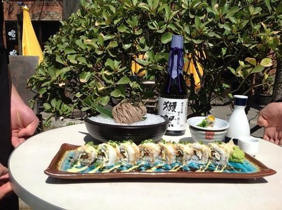 Timezone 8 Bar & Restaurant: sushi rolls at timezone 8