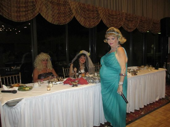 Villa Roma Resort and Conference Center: Carmine and Carmell's Wedding Dinner Thearter