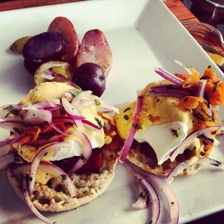 Sonesta Coconut Grove Miami: eggs Benedict with chorizo