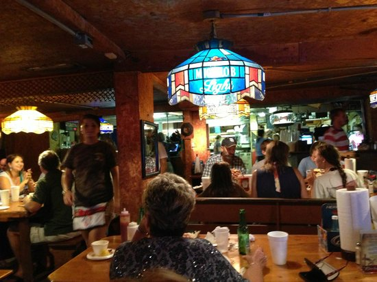 Singleton's Seafood Shack: Lively Environment