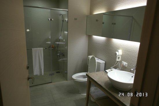 Beauty Inn: Clean bathroom, fully equipped