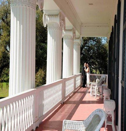 Madewood Plantation House : The Balcony