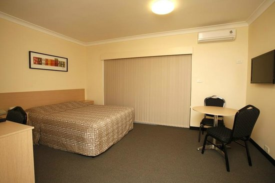 Maclin Lodge Motel: Self Contained Deluxe