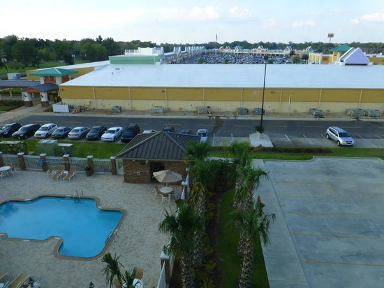 Holiday Inn Express & Suites Gonzales: Blick auf das Tanger Outlet