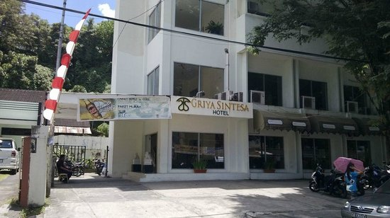Griya Sintesa Hotel: ingresso hotel