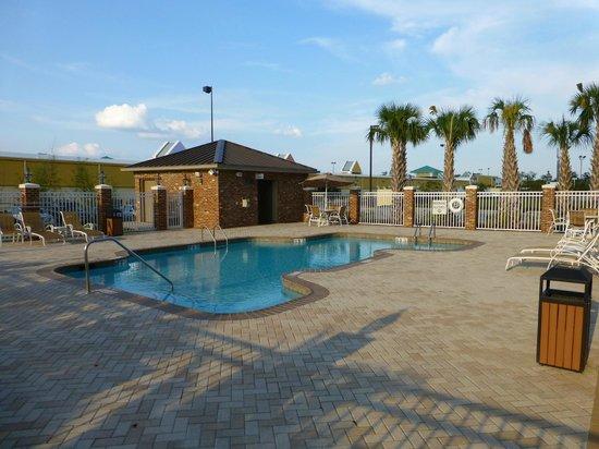 Holiday Inn Express & Suites Gonzales: schöner Poolbereich