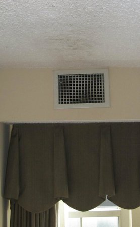 Homewood Suites New Orleans: See dirt on ceiling from air that blows out of air conditioner vents.  Disgusting- air coming ou