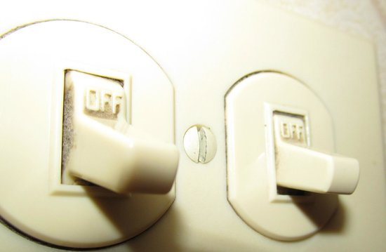 Homewood Suites New Orleans: Gross bathroom light switches...filthy.  Yuck! Don't want to touch them!