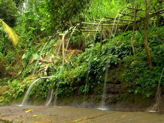 Balite Falls: Open shower area