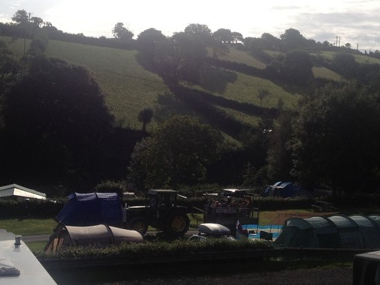 Newberry Valley Caravan & Camping Park: View every morning. Beautiful
