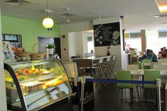 The LimeTree Hotel: Hotel cafe