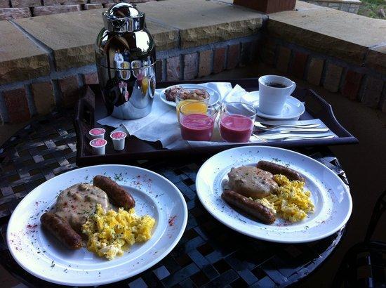 Della Terra Mountain Chateau: Breakfast