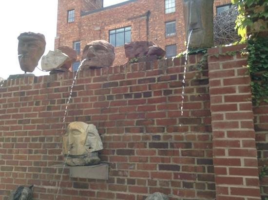 American Visionary Art Museum: Fountain heads
