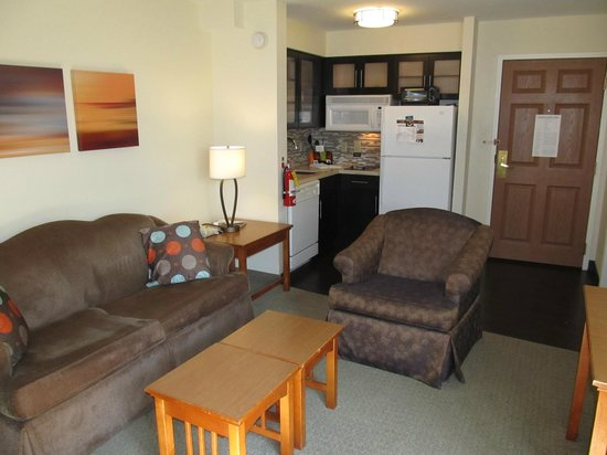 Staybridge Suites Atlanta - Perimeter Center East: 2BDRM- kitchen area