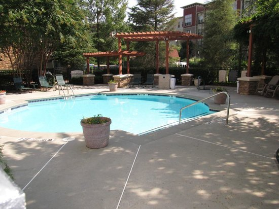Staybridge Suites Atlanta - Perimeter Center East : Beautiful pool area- small but pretty