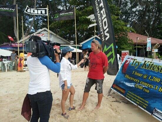 Kite Thailand: Bob is interviewed by a local TV station about practicing kiteboarding safely at his school. Wel