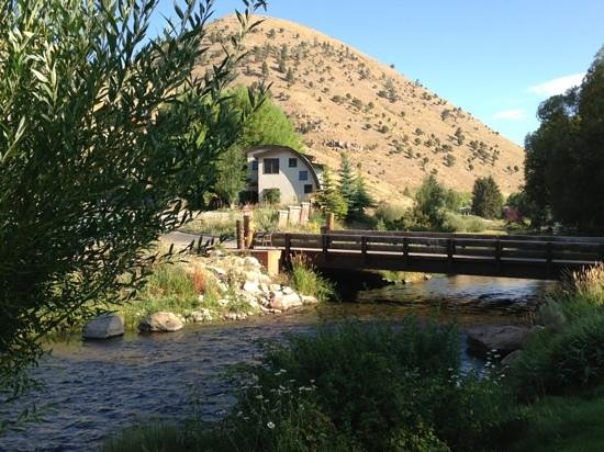 Inn on the Creek: Enjoy breakfast on the deck