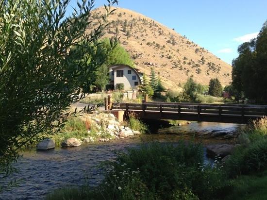 Inn on the Creek : Enjoy breakfast on the deck