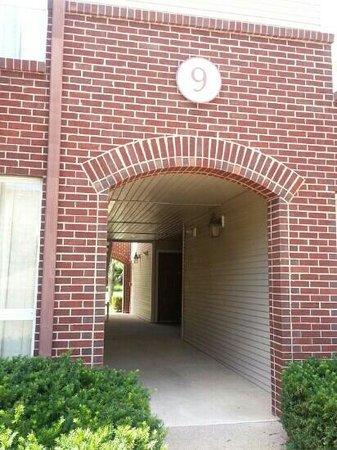 Residence Inn Nashville Brentwood: Entrance way to Bldg 9