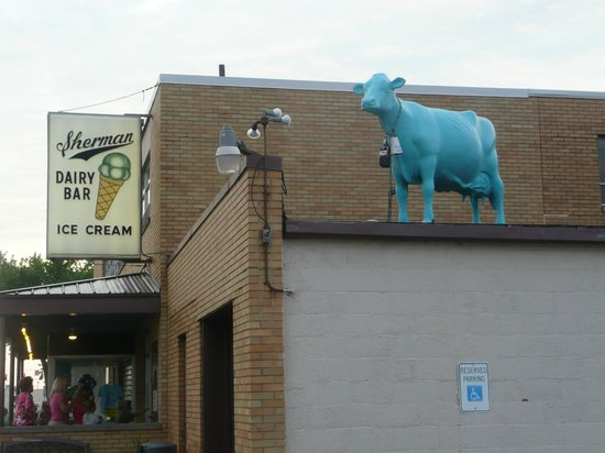 Sherman's Dairy Bar: Sherman's famous blue cow