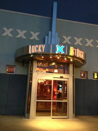 Lucky Strike : Entrance