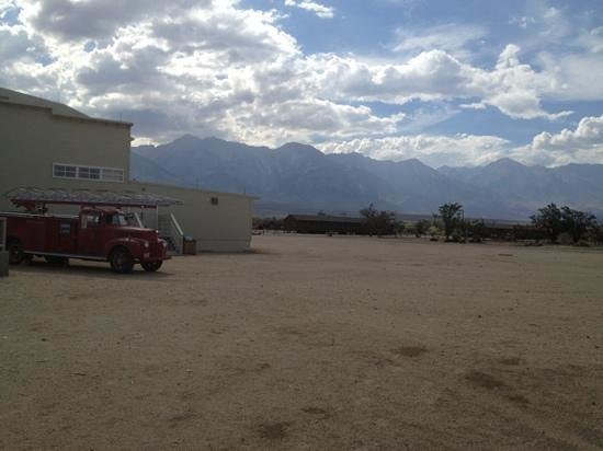 Manzanar National Historic Site: View of museum & bunker in the background